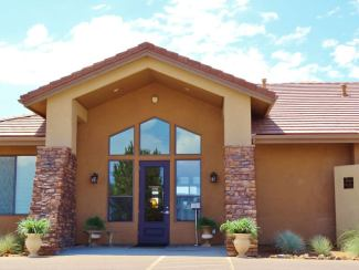 hassayampa-canine-resort-valet-entry-2